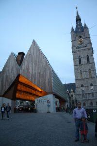 Stadshal, el Pabellón Municipal y Torre Belfort. Gante