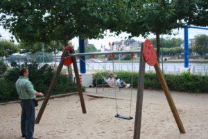 Parque infantil a orillas del río Meno. Frankfurt