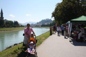 Río Salzach  y mercadillo. Salzburgo