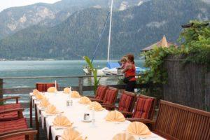 Terraza del hotel en Unterach. Lago Attersee
