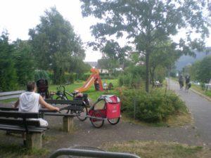Parque infantil al lado carril bici. Río Mosela