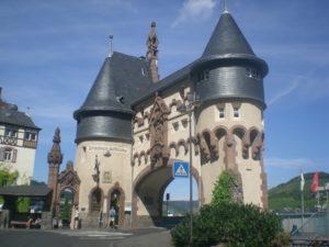 Torre del puente Traben-Trarbach. Región del Mosela