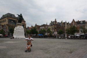 Plaza Vrijdagmarkt. Gante